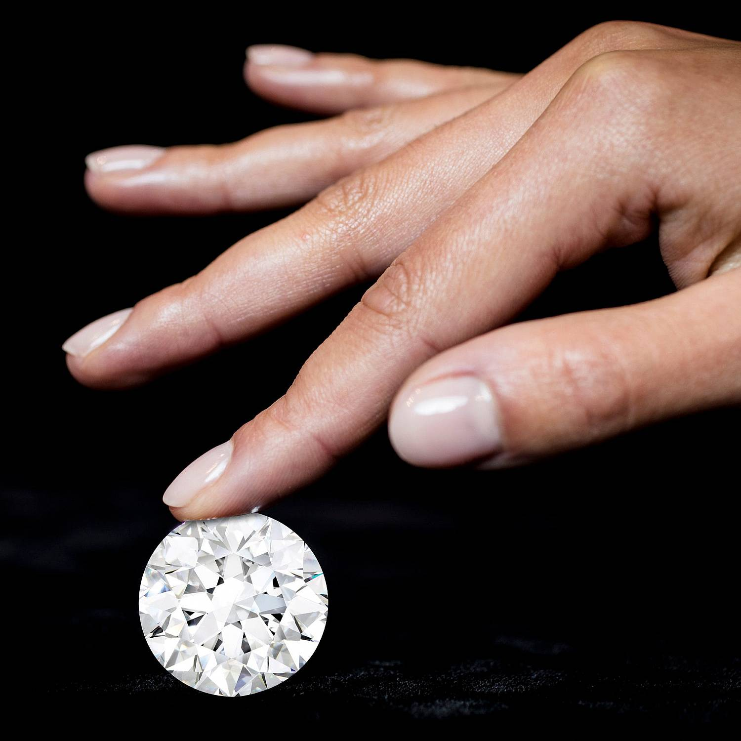 world's largest, rarest and most valuable D-Flawless round white diamond