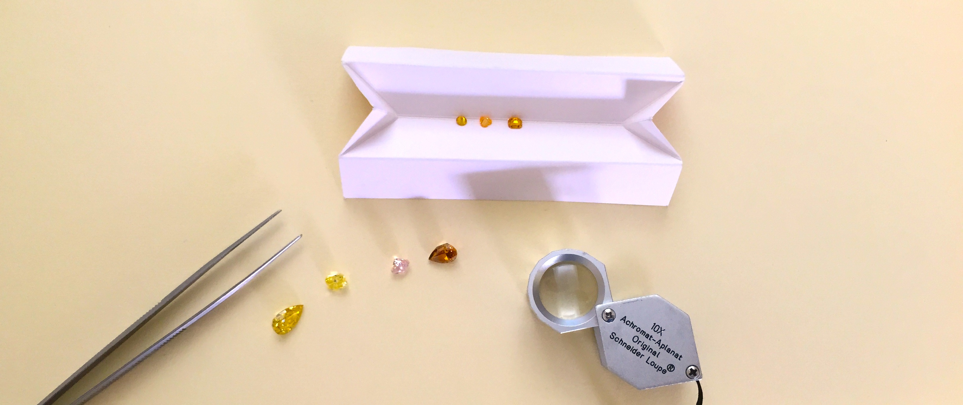 how grading color gems is different to grading diamonds