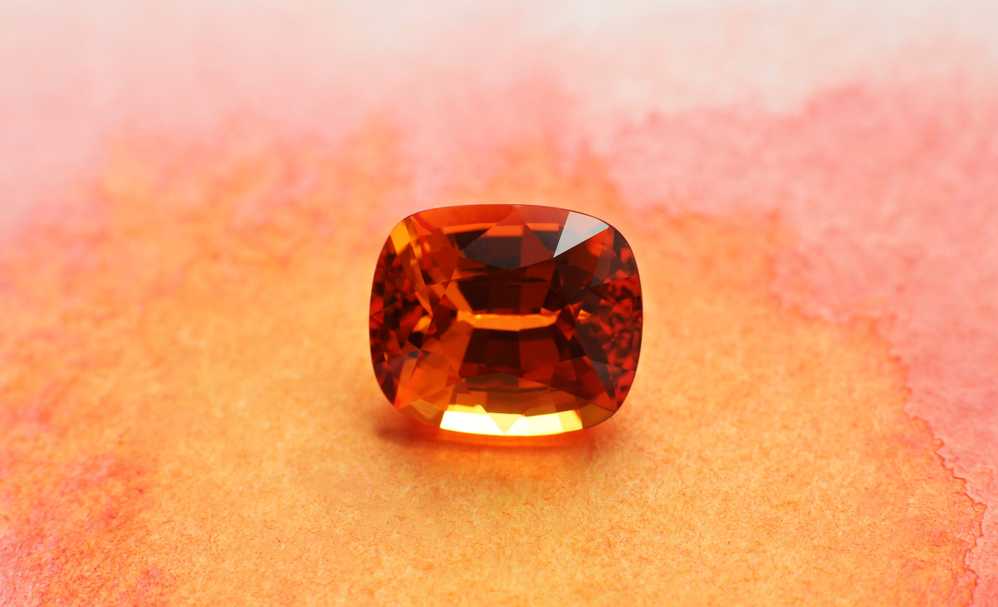 Natural versus Synthetic Gems: Which One is Best to Invest?